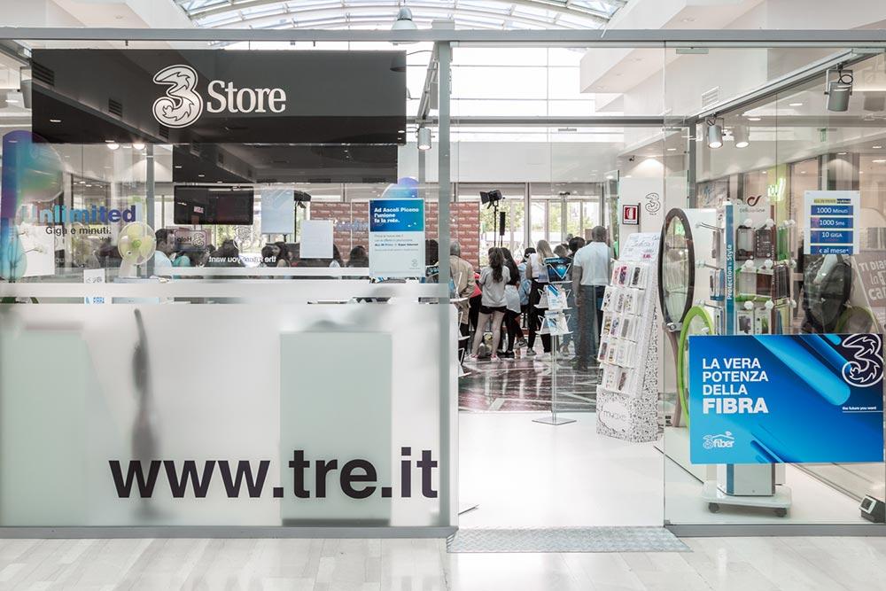 Centro Commerciale AlBattente negozio tre store